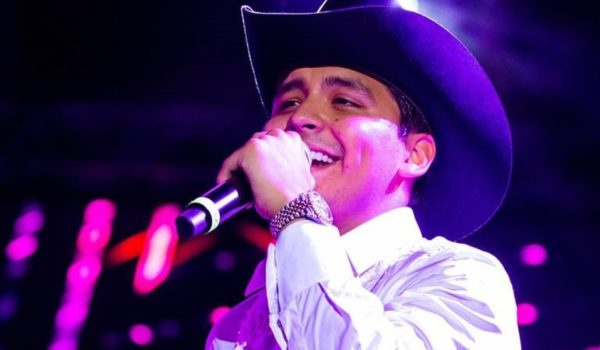 """Christian Nodal cantará el himno nacional"""