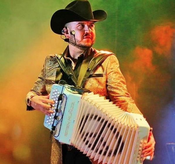 ¡Hijo de Edén Muñoz ya toca el acordeón!